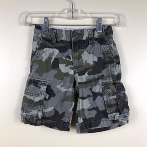 Old Navy Green Camo Cargo Short. Size: 5